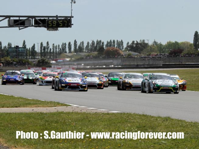 Les Porsche ont pris un bon départ