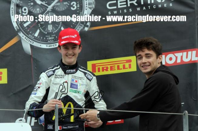 Le pilote F1 Charles Leclerc (à droite) était venu remettre les trophées lundi