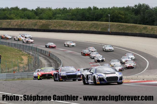 Le départ de la seconde course à Dijon