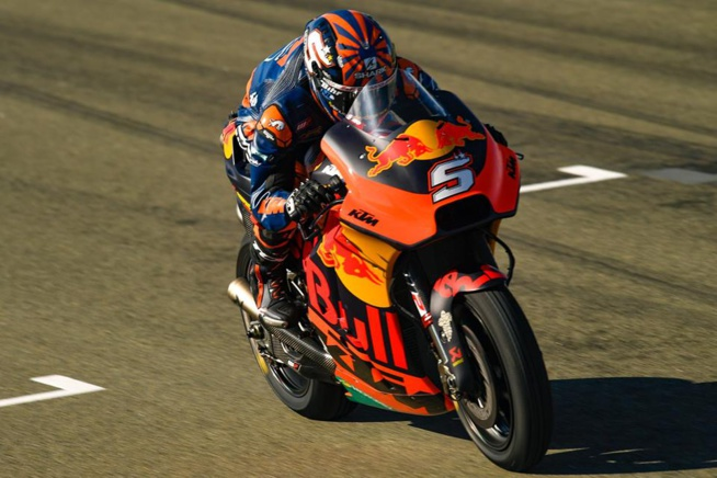Zarco teste sa KTM à Valencia en Espagne