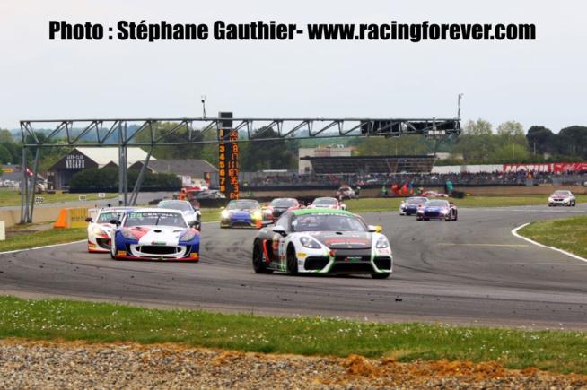 Porsche gagne la catégorie AM avec AGS Events