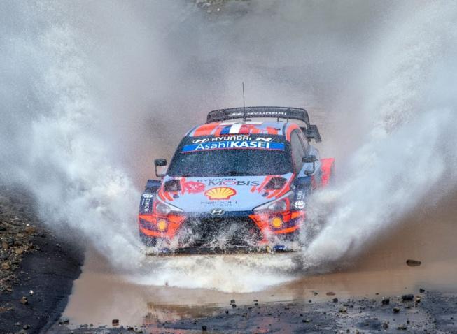 Loeb et Elena ont mené le début du rallye ( Mahmut Cinci / Red Bull Content Pool)