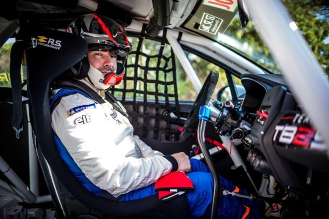 Du micro au volant, Julien Febreau a pu tester toutes les performances de la Clio Cup (Photo T.Fenêtre DPPI)