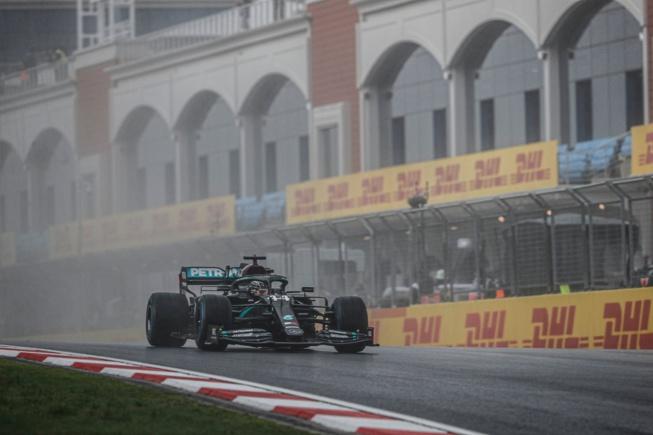 Hamilton titré avec la manière – © AMG Mercedes F1