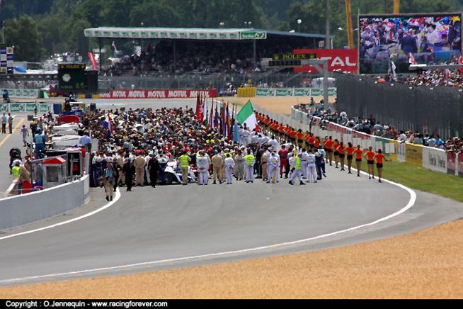 Le public participe à l'ambiance - © O. Jennequin – www.racingforever.com