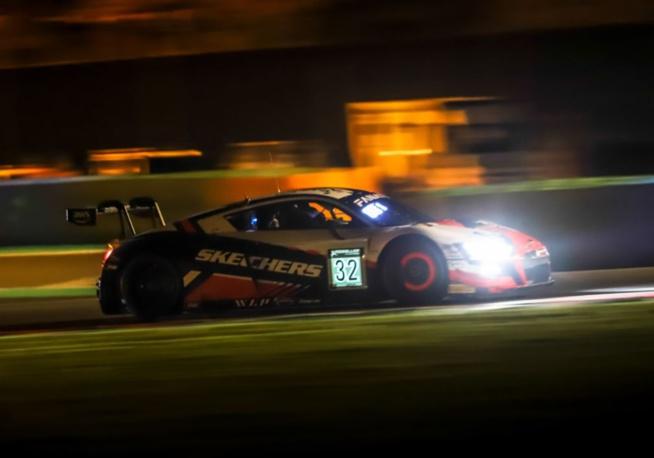 Une Audi surgit de la nuit (Photo SRO)