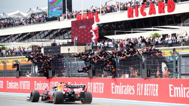 RedBull s'impose face à Mercedes © RedBull Media