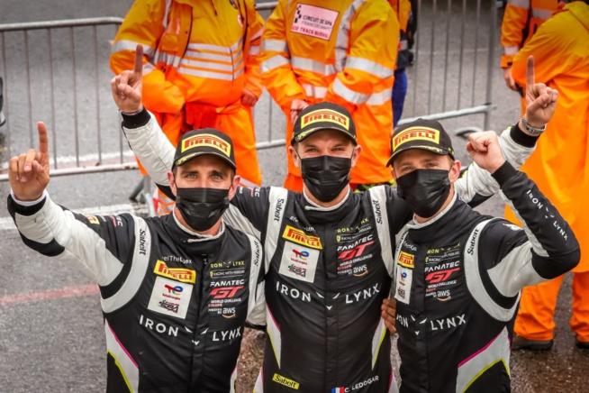 Le trio vainqueurs (Photo P.Hecq / SRO)