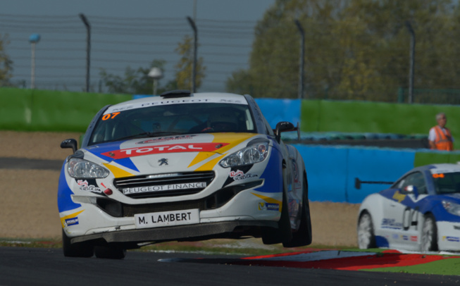 Mathieu Lambert à l'attaque pour un podium en Peugeot RCZ (Photo Antoine Camblor)