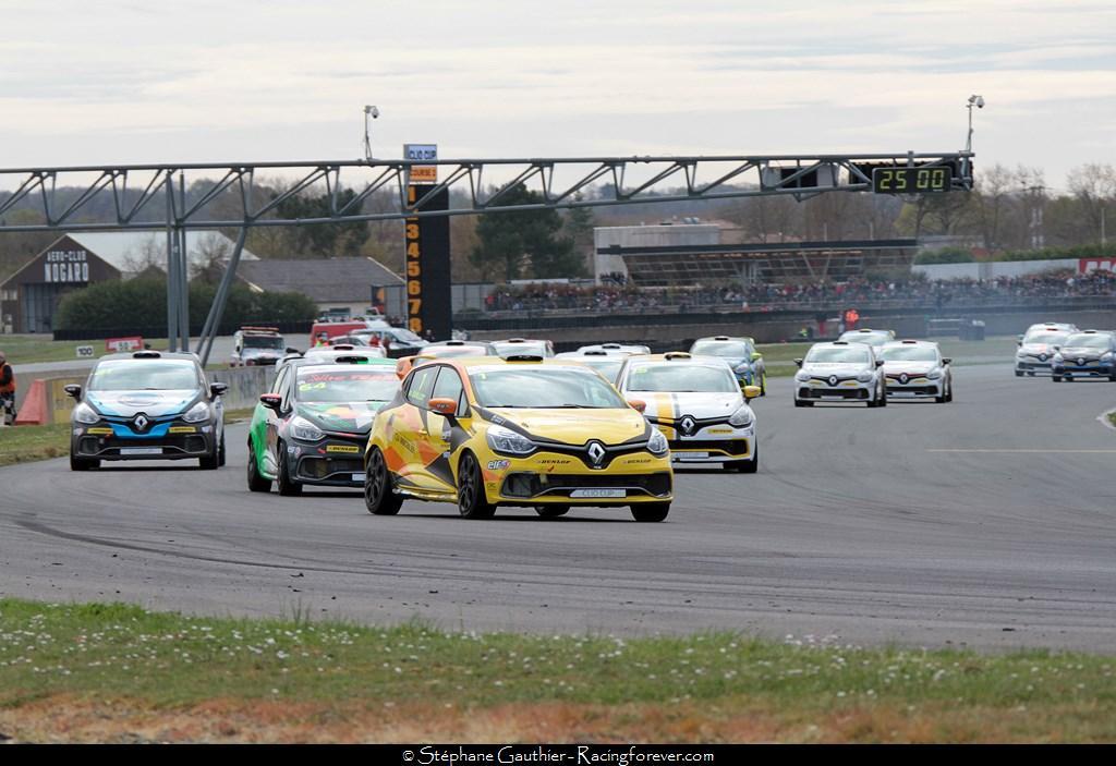 On devrait encore avoir de belles courses en Clio Cup