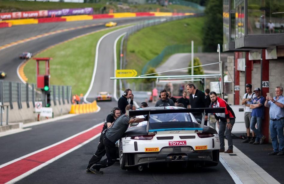 Une Porsche en tête des essais (Photo : team75motorsport.de)