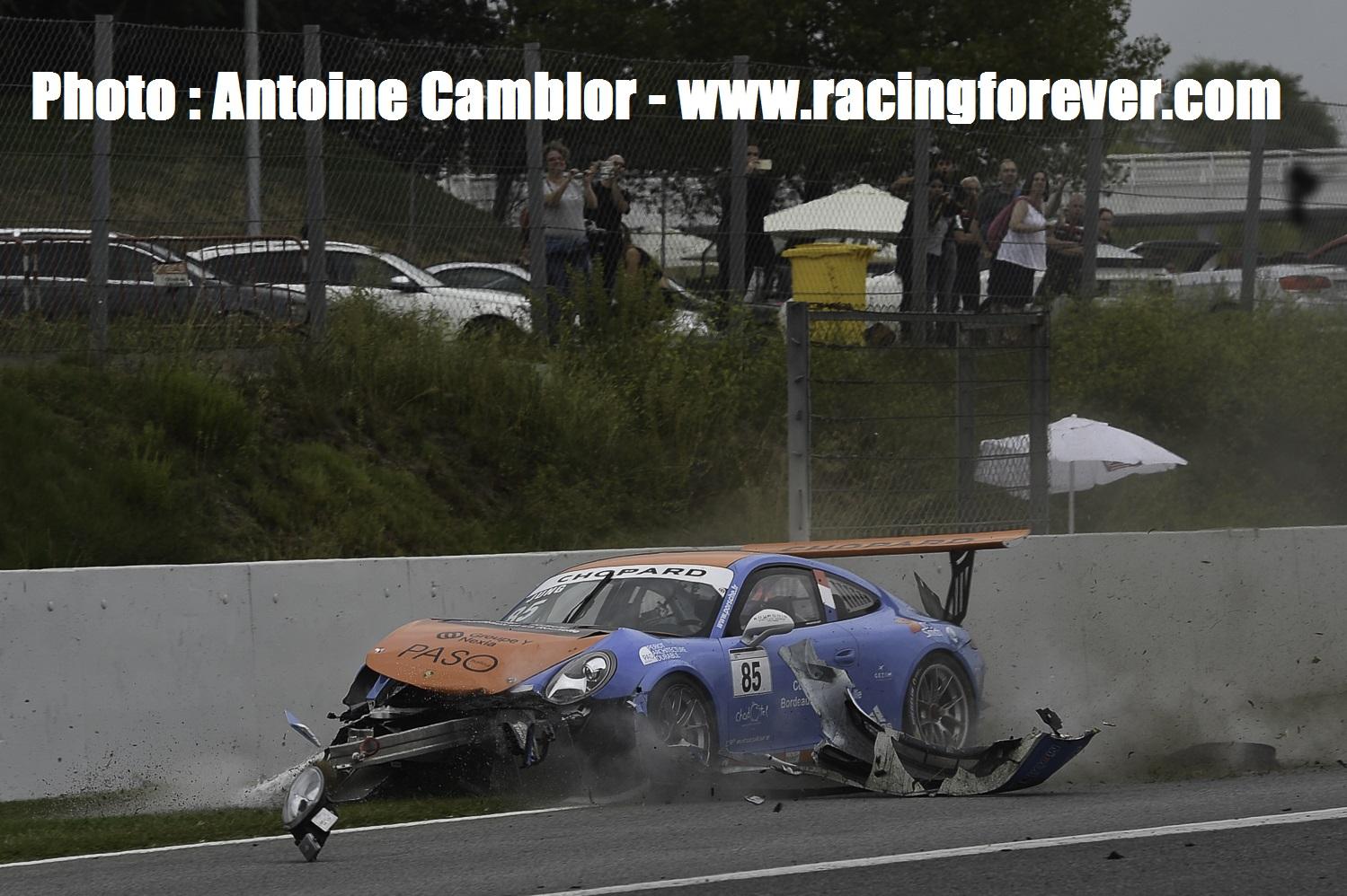 Voiture détruite pour Antoine Jung dans la course 1