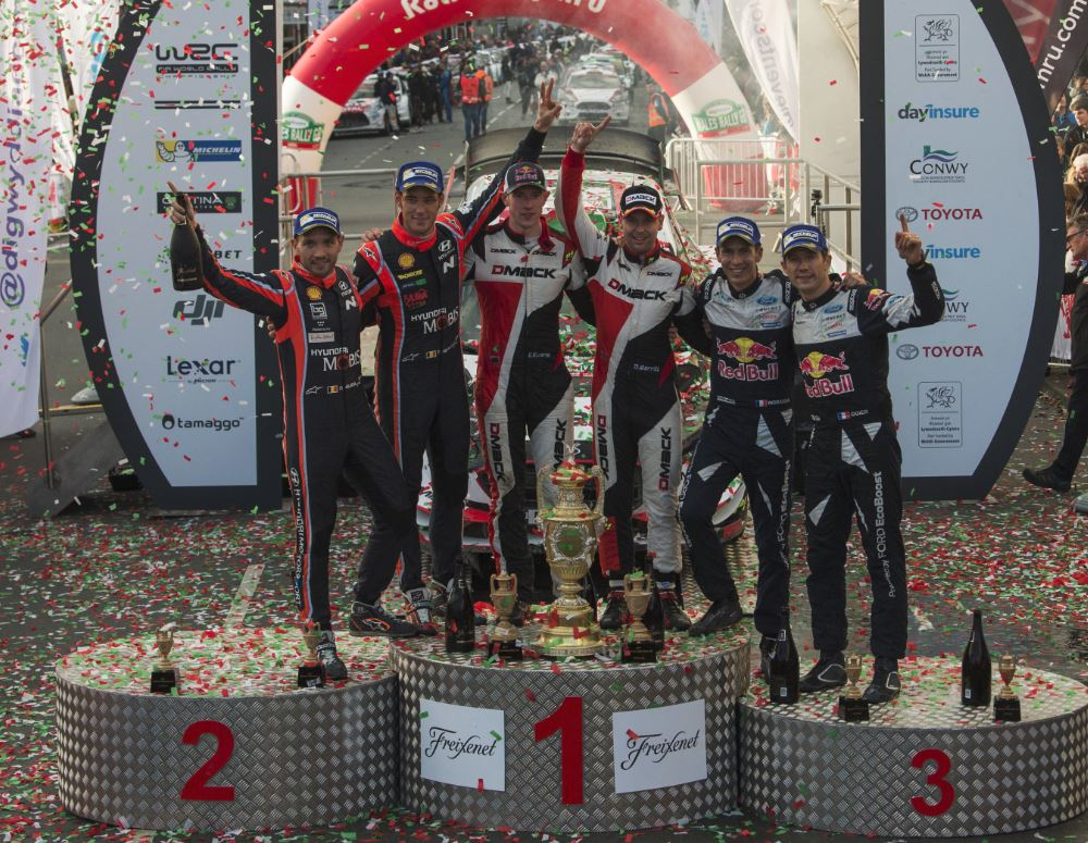 Le podium du rallye (Photos : Ivo Kivistik / Red Bull Content Pool)