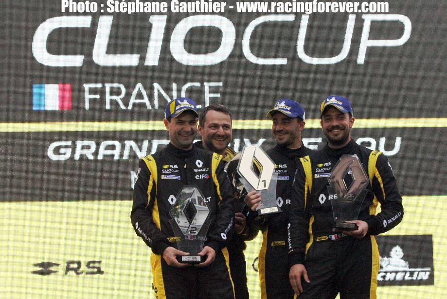 Les pilotes Clio ont gardé le sourire malgré la météo pluvieuse à Pau