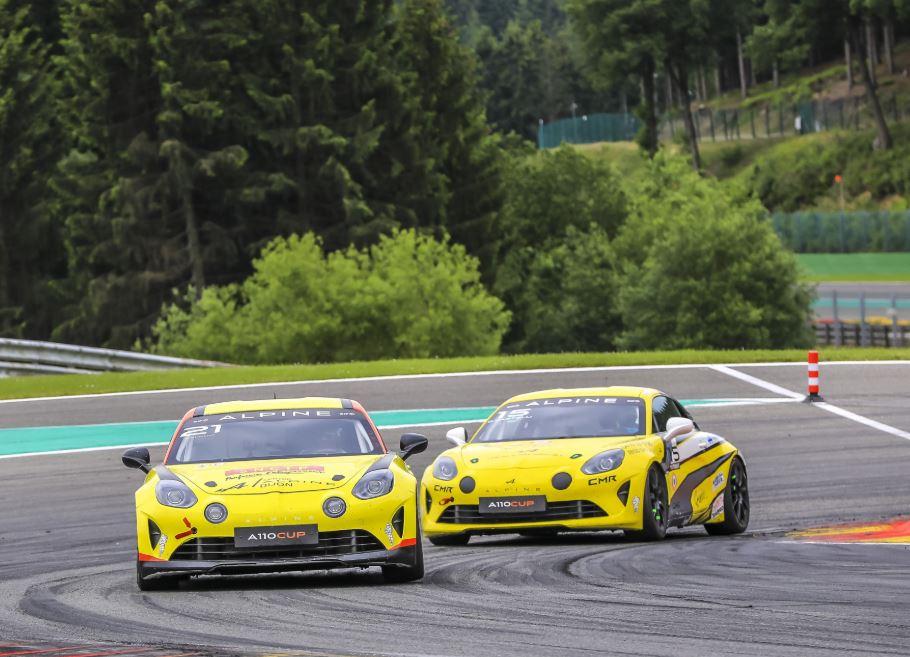 2 pilotes sortent du lot à Spa-Francorchamps