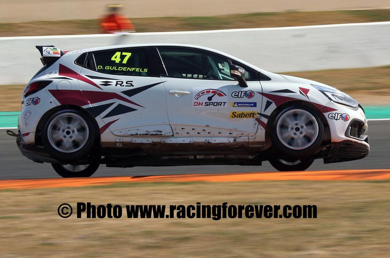 Dorian Guldenfels est toujours en tête du championnat Clio Cup