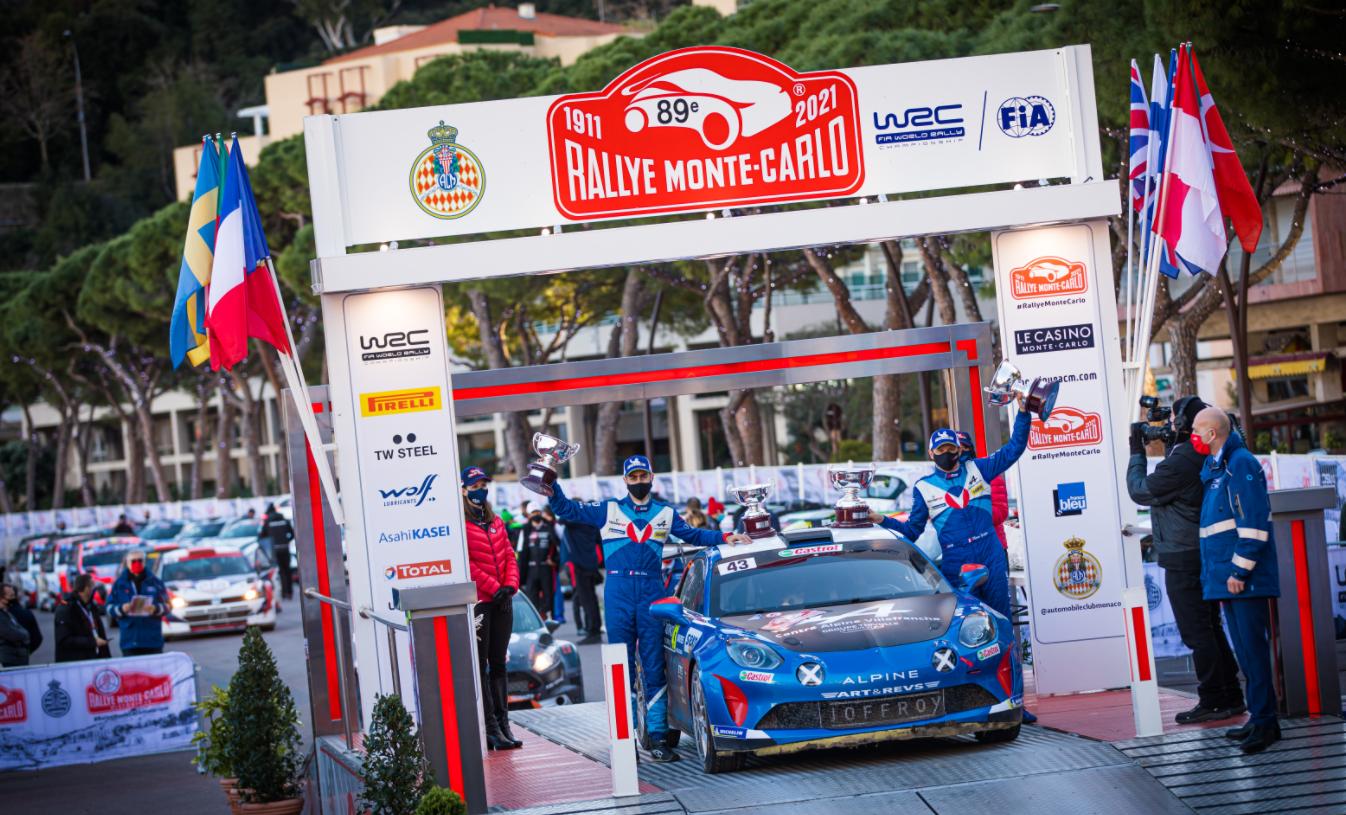 Alpine sur le podium R-GT