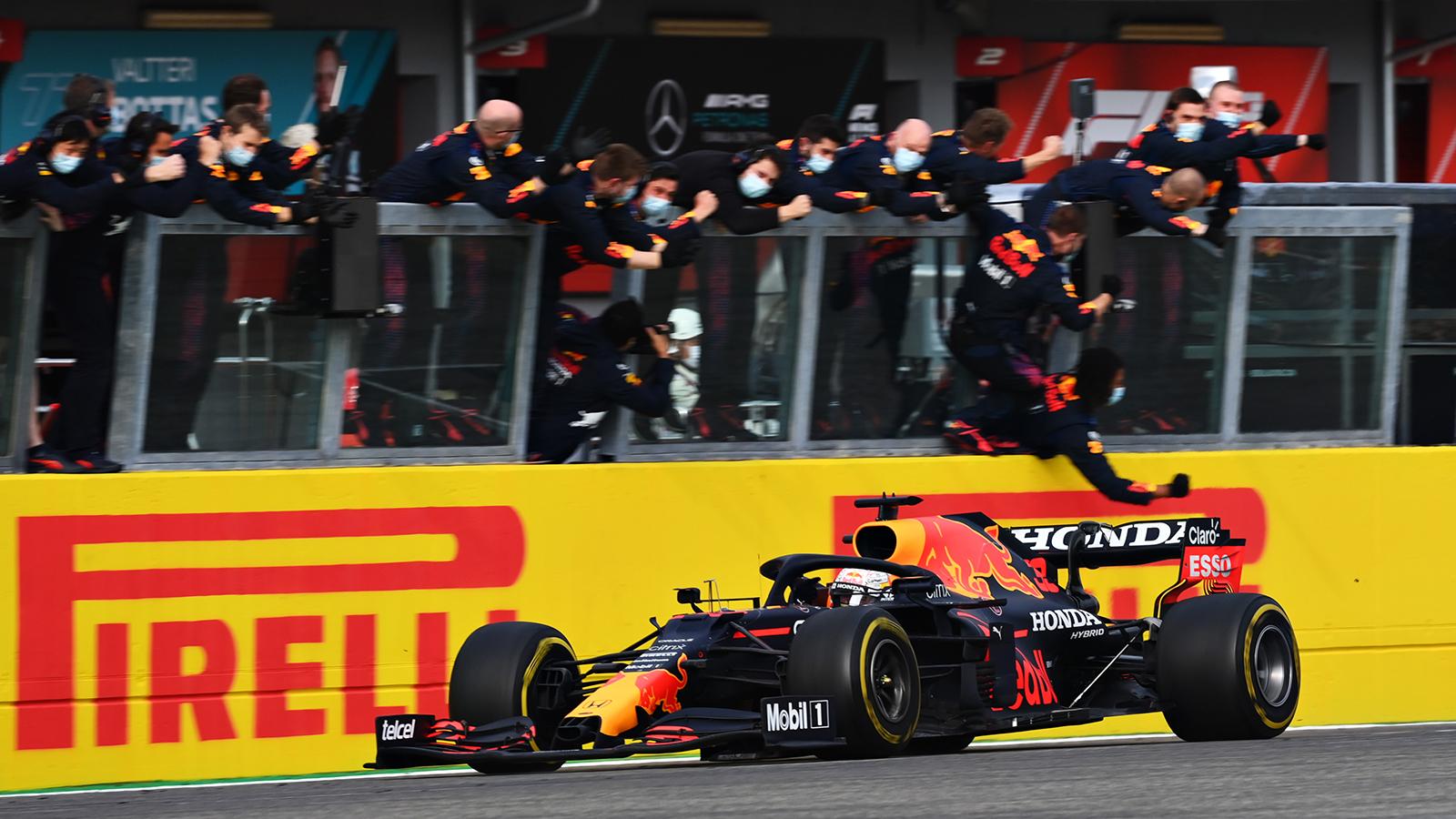 Verstappen mène sa RedBull à la victoire © RedBull Media