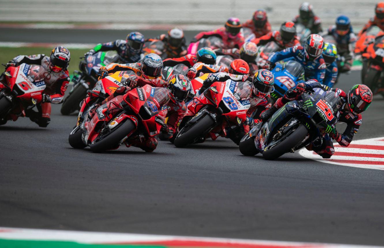 Pas facile de faire sa place au départ (Ducati)
