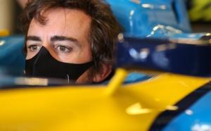 Fernando Alonso lors d'une démonstration de la R25 – © Renault F1 Team